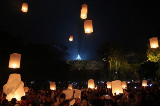 Ragam festival lampion di Asia saat Waisak, dari Borobudur sampai India