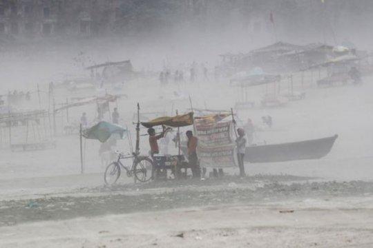 Puluhan ribu warga India, Bangladesh dievakuasi hindari Badai Amphan