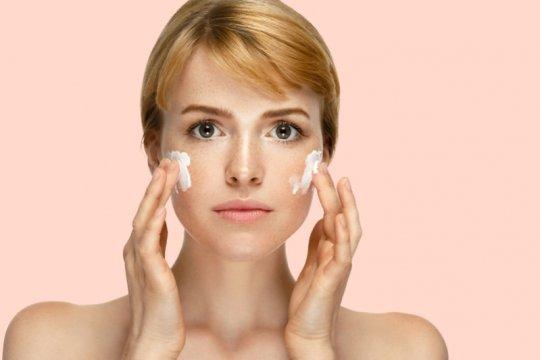 Jangan mandi terlalu lama, ini beberapa penyebab kulit kering