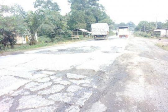 Wisatawan keluhkan jalan rusak