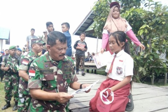 Pangdam tinjau jalur inspeksi dan patroli perbatasan RI - Malaysia
