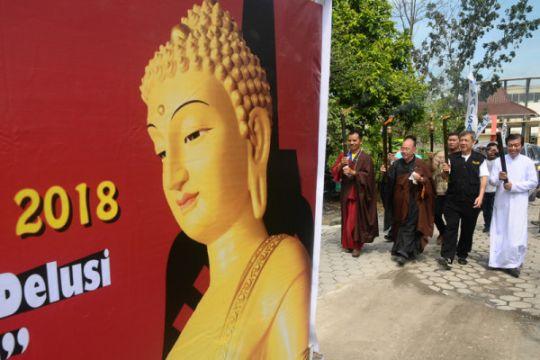 Walubi: Umat berdoa untuk perdamaian saat Waisak