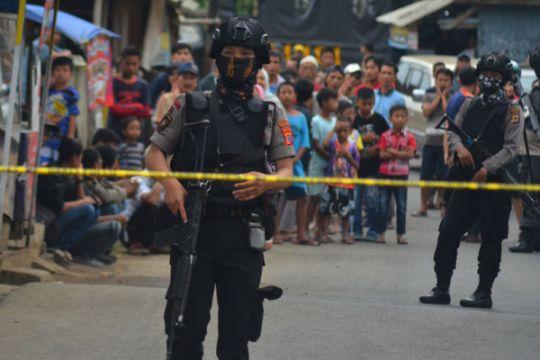 Densus 88 tangkap dua terduga teroris di Sukabumi