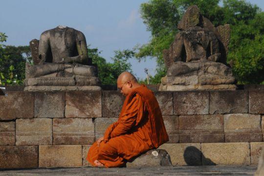 Meditasi Biksu Jelang Waisak
