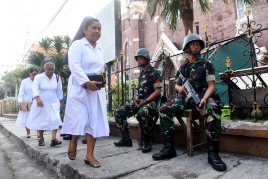 Polisi serahkan jenazah korban bom di Gereja Katolik