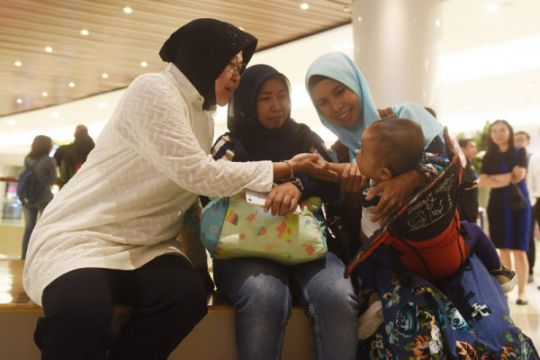 Risma kunjungi pusat perbelanjaan pascakejadian terorisme Surabaya