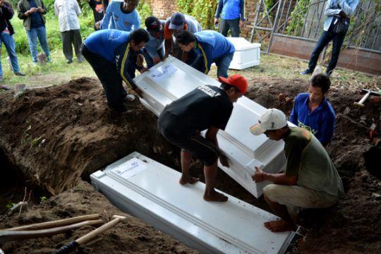 Tujuh jenazah pelaku teror Surabaya dikuburkan di pemakaman Mr X