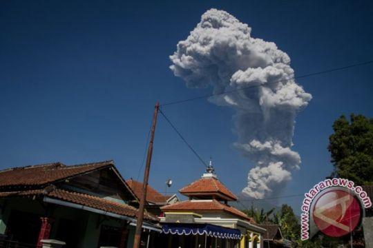 Merapi semburkan asap setinggi 2.500 meter dalam letusan kedua