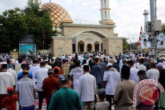 Dengan protokol kesehatan, masjid di Ambon selenggarakan shalat id