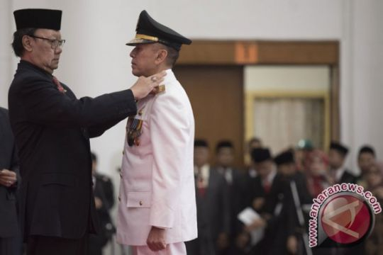 Home affairs minister installs Iriawan as West Java acting governor