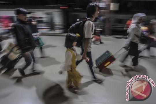 Volume pemudik H+6 dari Stasiun Senen-Gambir masih tinggi