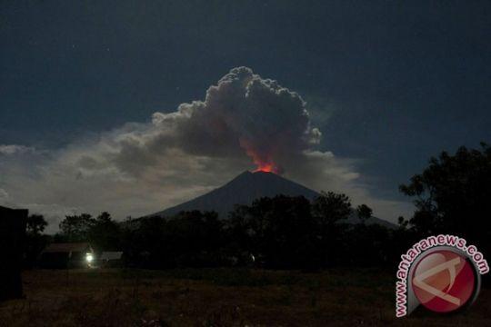 Sejumlah penerbangan dari Bandara Juanda menuju Bali terdampak Gunung Agung