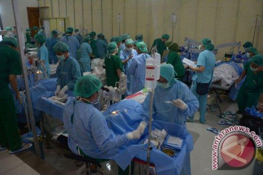 """40 dokter spesialis mata pelatihan teknik operasi """"phacoemulsifikasi"""""""