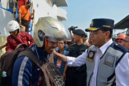 Menhub menyambut pemudik kapal bersepeda motor