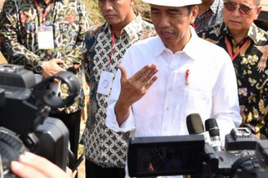 Jokowi pastikan THR ASN dibayarkan tepat waktu