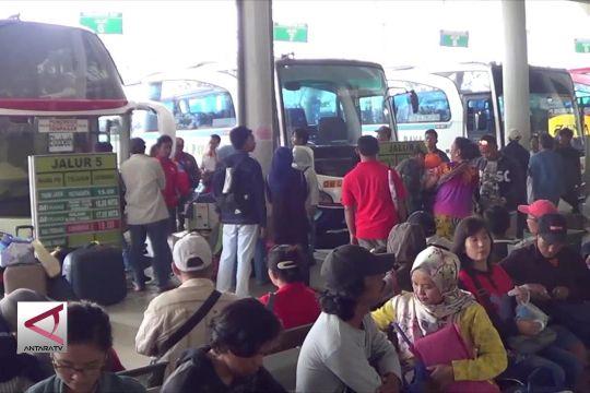 Terminal Bus Mengwi dipenuhi pemudik