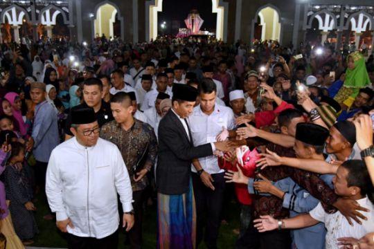 Presiden Jokowi shalat tarawih bersama warga Indramayu