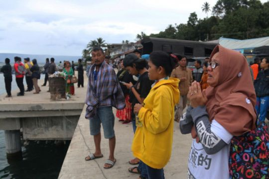 Pencarian penumpang KM Sinar Bangun dilanjutkan dengan helikopter