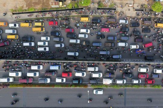 Berita kemarin, aplikasi pemantau mudik sampai kemacetan di Cikampek