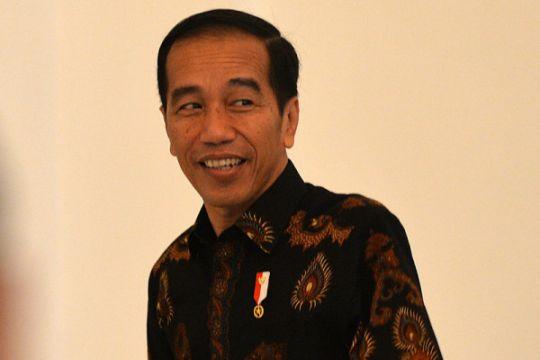Presiden bagikan sembako di Sindang Barang