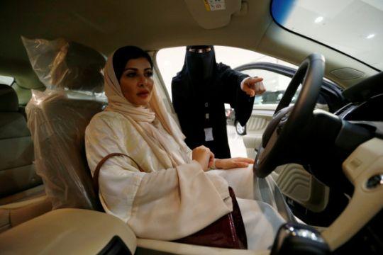 Wanita Saudi bersiap untuk kebebasan setelah larangan mengemudi berakhir