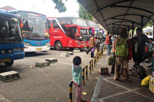 Bus dari Surabaya sempat alami keterlambatan masuk Giwangan