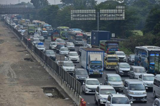 """Jakarta-Cikampek macet karena antrean di """"rest area"""""""