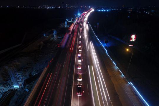 Contraflow berlaku di Tol Cikampek jelang liburan Natal