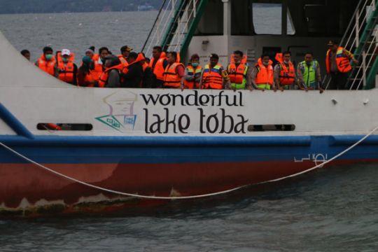 Pencarian Korban Kapal Tenggelam Danau Toba