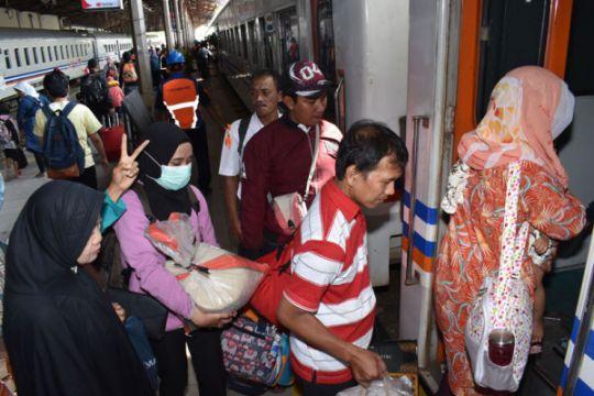 Penumpang arus balik di stasiun kereta api Daop Madiun 238.595 orang