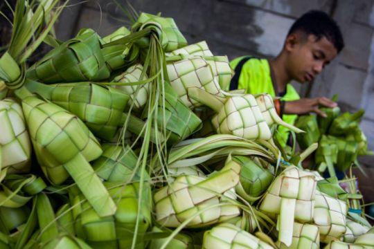 Warga mulai persiapkan perayaan Lebaran ketupat
