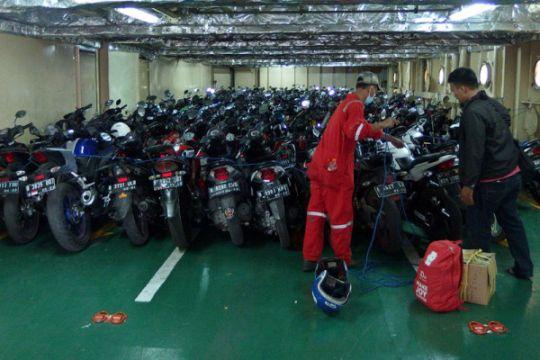Arus Balik Sepeda Motor Dengan Kapal Laut