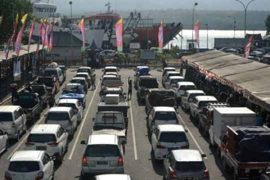Arus balik dua arah di Pelabuhan Gilimanuk mulai padat