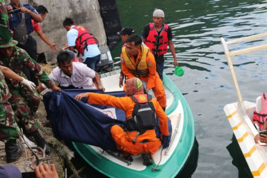 Panglima TNI-Kapolri kunjungi korban KM Sinar Bangun