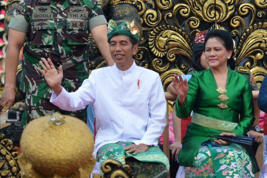Presiden Mengikuti Pawai Pesta Kesenian Bali