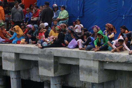 "Keluarga korban saksikan acara adat Danau Toba ""gondang batak"""