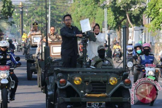Penghargaan Lee Kuan Yew diarak keliling Surabaya