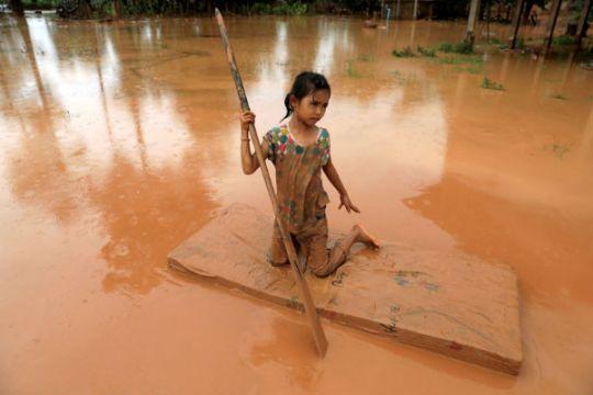 34 tewas, 100 orang hilang akibat bendungan jebol di Laos