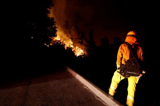 Ledakan gas membuat rumah terbakar di dekat Boston