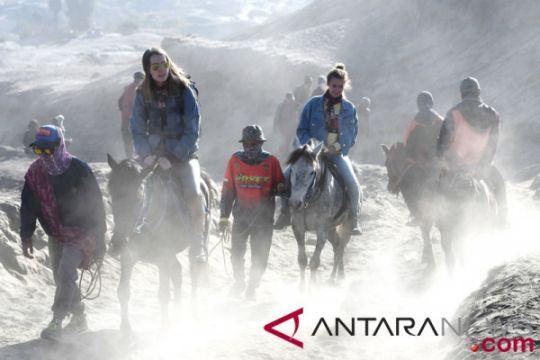 Aktivitas warga lereng Gunung Bromo berjalan normal