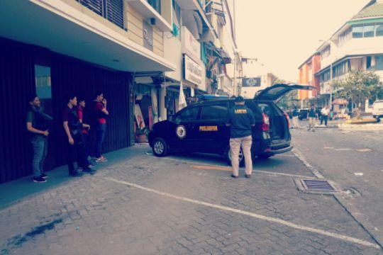Tim forensik Polri olah TKP di lokasi ledakan Kebayoran