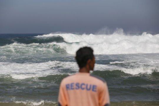 BMKG minta masyarakat waspadai gelombang tinggi di laut selatan DIY