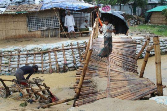 Banjir dan longsor terjang kamp pengungsi Rohingya di Bangladesh