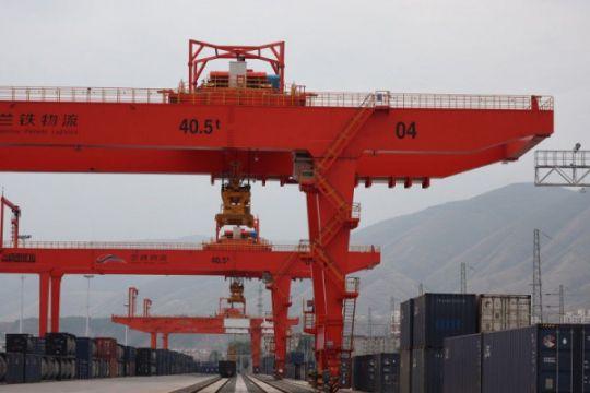 Pelabuhan darat Lanzhou perpendek jalur ekspor ASEAN