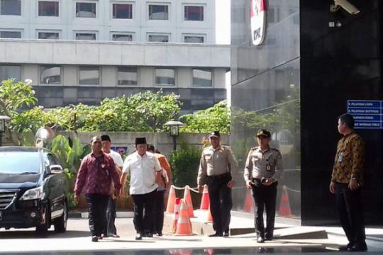 Bupati Lampung Selatan tiba di gedung KPK