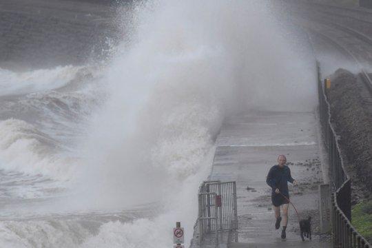 BMKG ingatkan waspada gelombang 4 meter sejumlah perairan