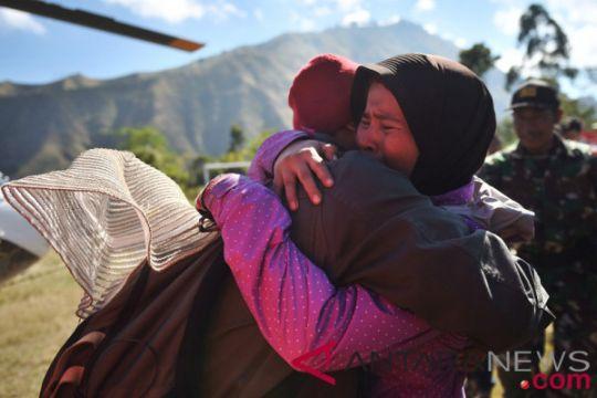 Tim SAR evakuasi dua pendaki Gunung Sumbing