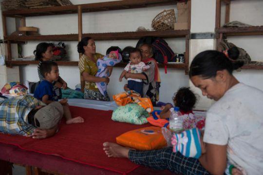 Pengungsi Gunung Agung keluhkan bantuan makanan