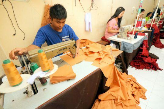 Produksi seragam sekolah