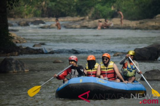 Wisata rafting di Cisadane